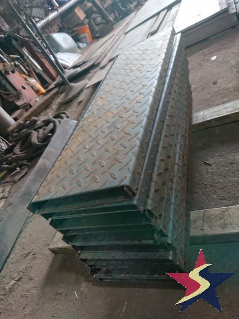 bậc cầu thang bằng sắt gân , sử dụng bậc cầu thang bằng sắt gân, Cầu thang bằng sắt gân, gia công bậc cầu thang bằng sắt gân, bậc cầu thang bằng sắt gân giá rẻ